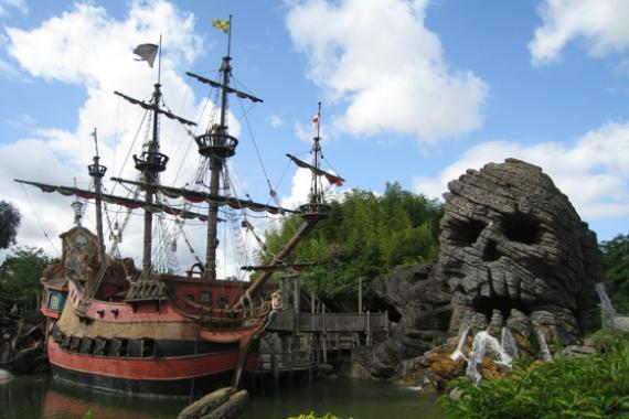 l-attraction-pirates-des-caraibes