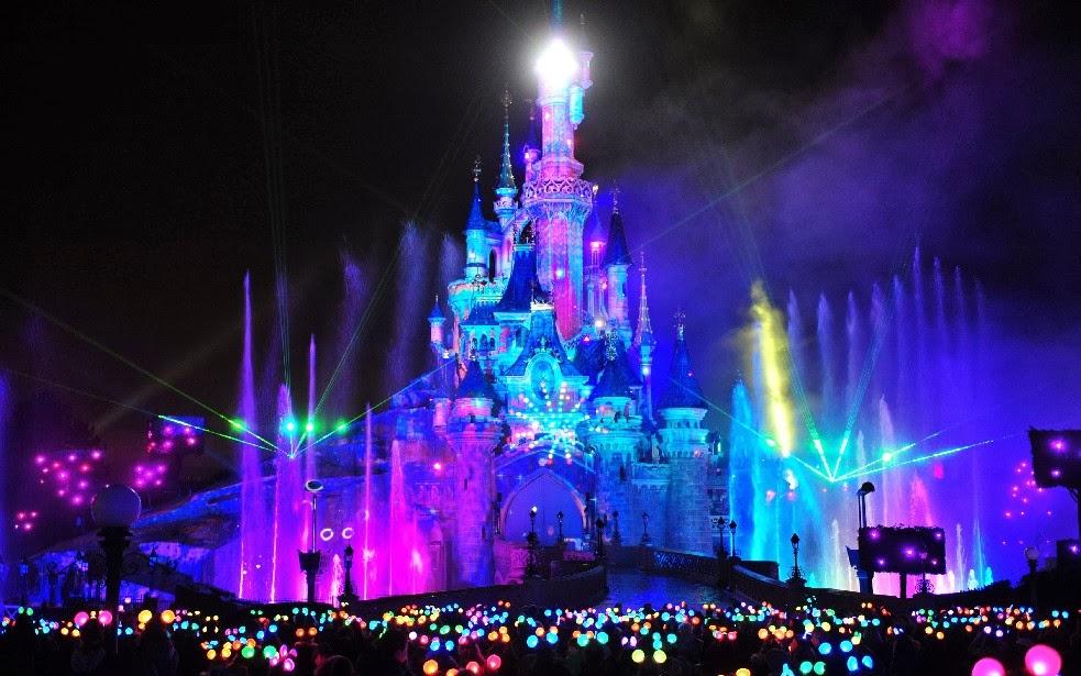 Les célébrités fêtent déjà Noël à Disneyland Paris 4