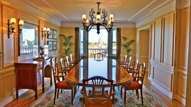 n012783_2019jun01_disneyland-hotel-presidential_park-view_suite_16-9