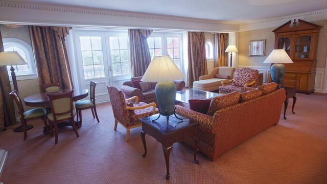 n015531_2020oct01_disneyland-hotel-suite-cendrillon_16-9