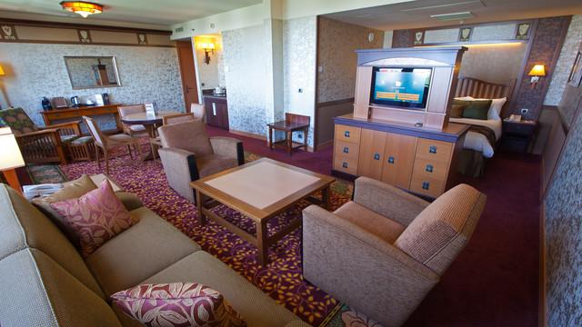 n015661_2020oct01_sequoia-lodge-hotel-suite-honey-moon-room_16-9