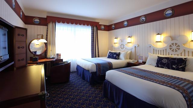 n016130_2050jan01_newport-bay-club-hotel-bedroom_16-9
