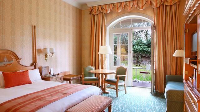 n016146_2021feb15_disneyland-hotel-standard-room-terrace_16-9