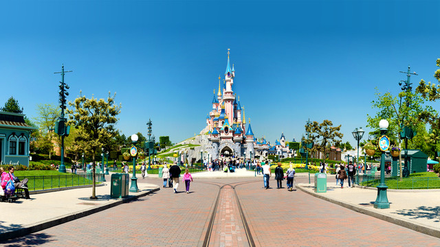 n013047_2019mai13_sleeping-beauty-castle_16-9