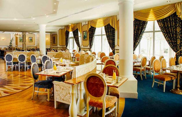 Hôtel-Vienna-House-Dream-Castle-Paris-Restaurant-Sans-Soucis-_-630x405-_-©-Jcohen-Arndt.jpg