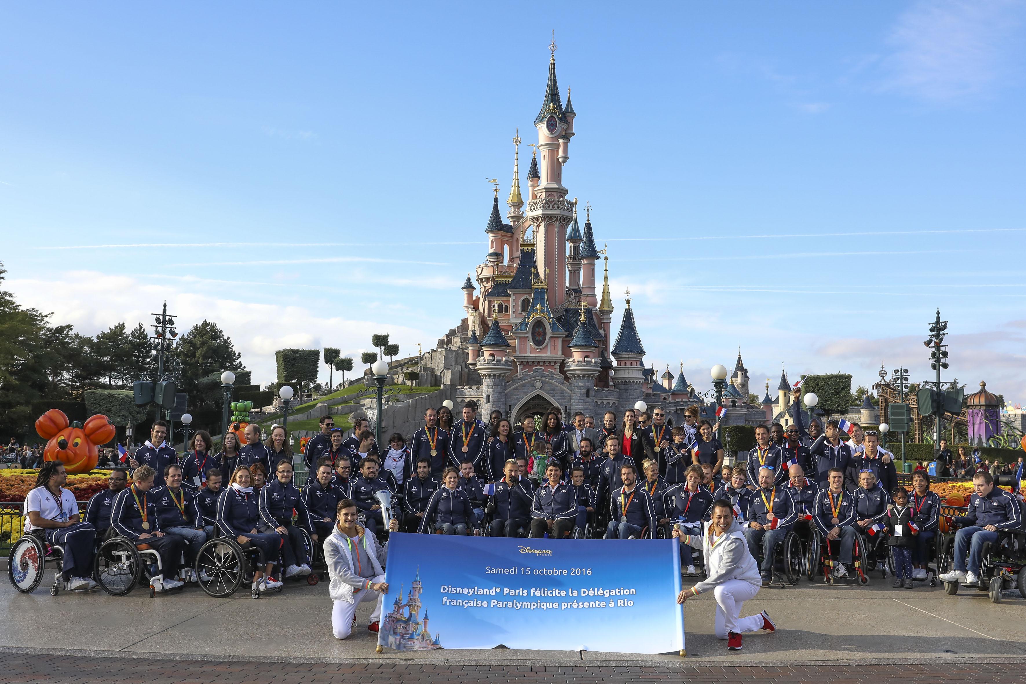 Délégation française Paralympique à Disneyland Paris (3).jpg