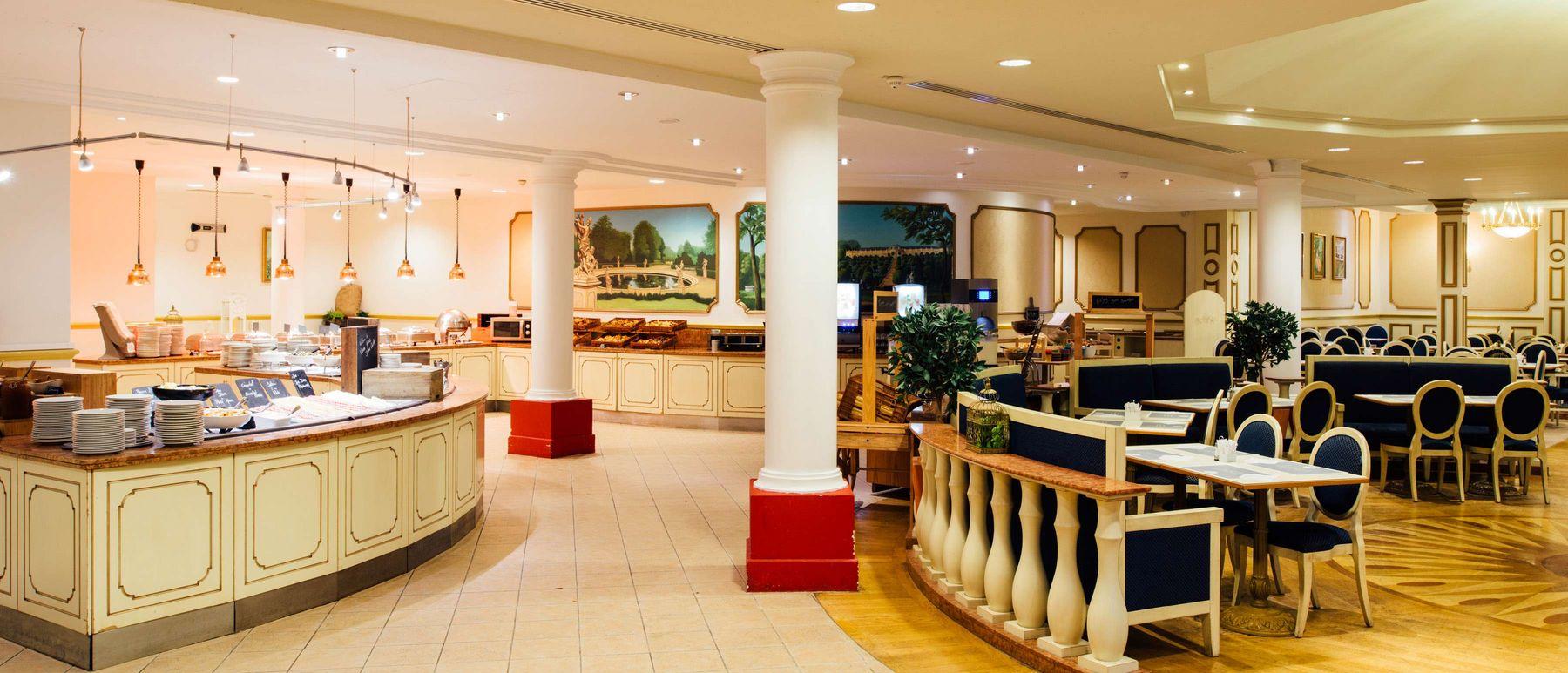 csm_dream-castle-paris-breakfast-restaurant_96a8c2fae5.jpg