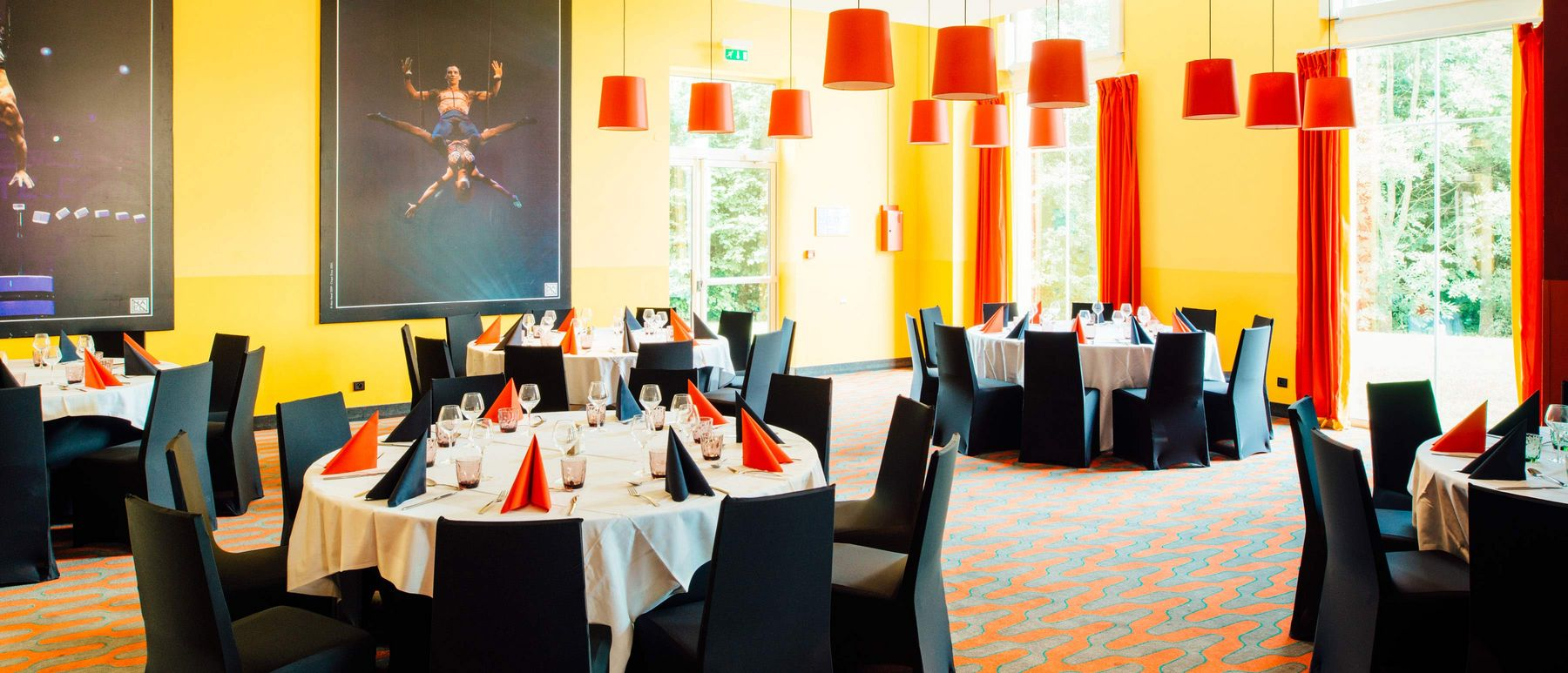 csm_magic-circus-paris-dinner-table-2_ae83be40a1.jpg