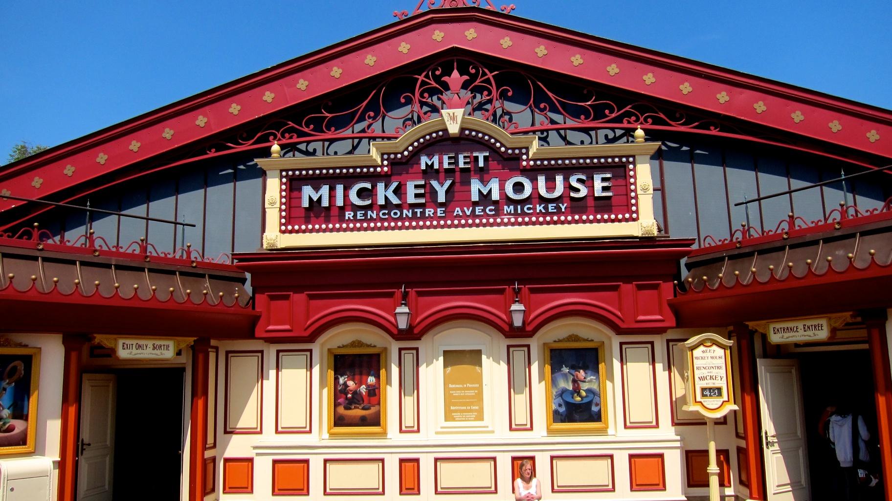 parisdisneyland-meet-mickey-mouse.jpg