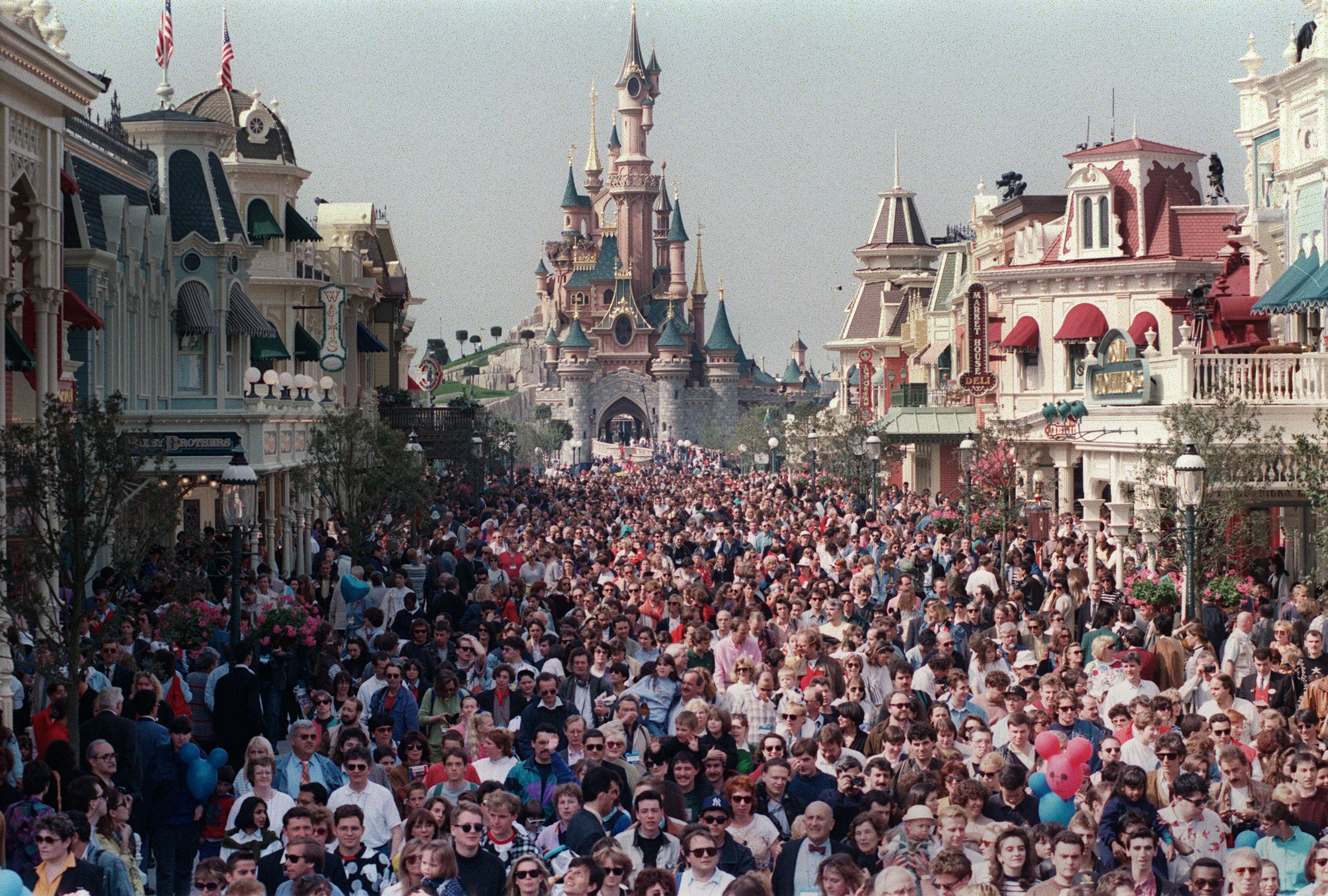 Disneyland-Paris-souffle-ses-25-bougies.jpg