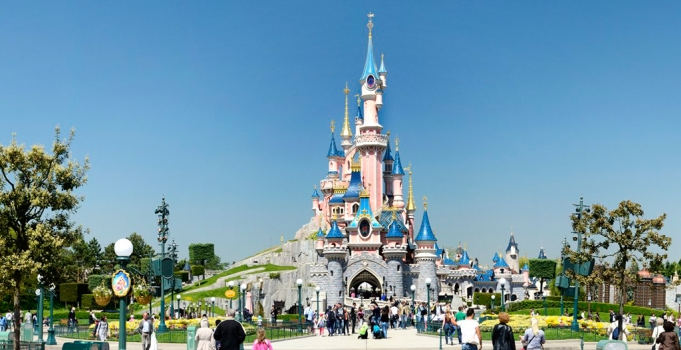 How-to-plan-the-best-disneyland-vacation-in-Paris-during-winter.jpg